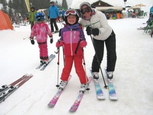Mum and daughter on skis in chatel france