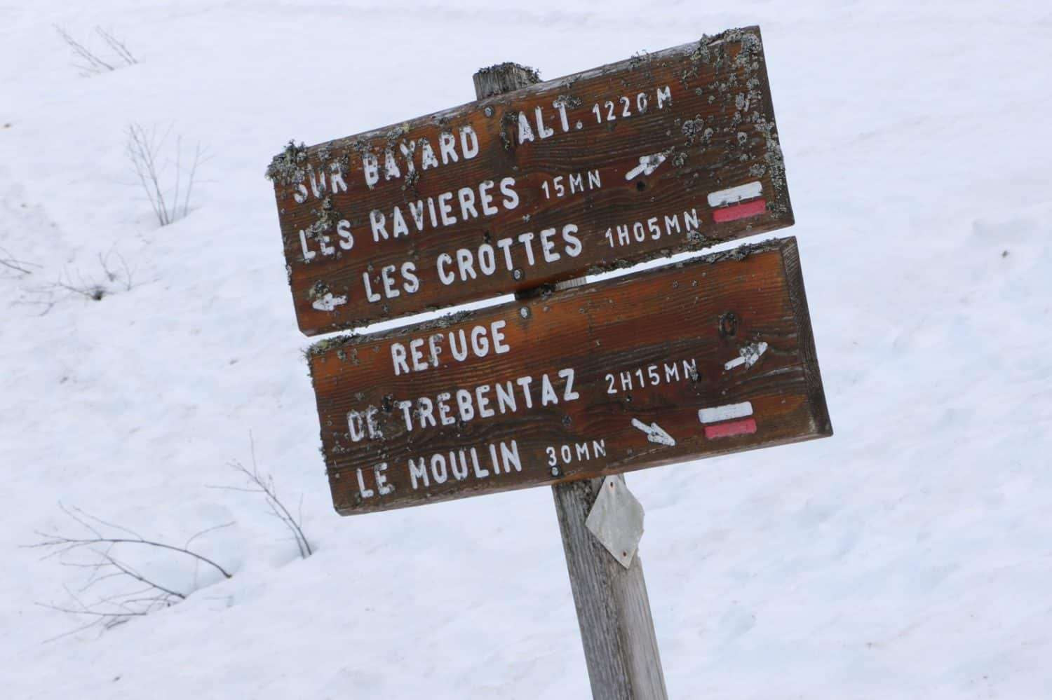 snow trail sign