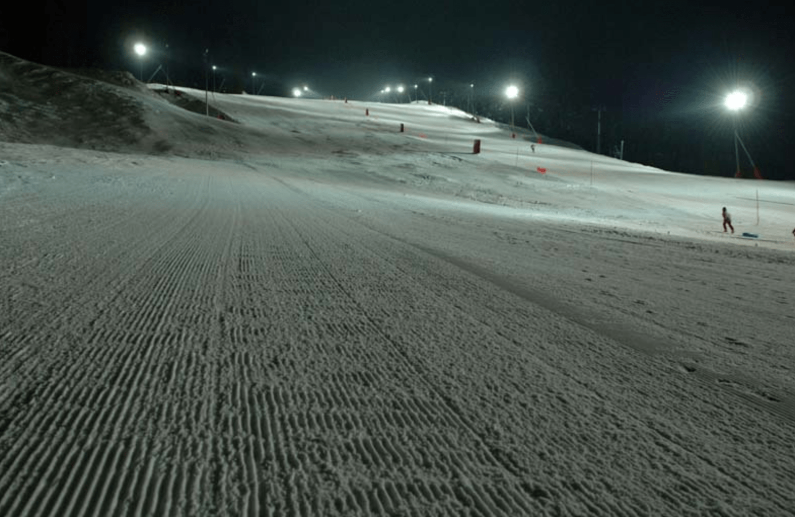 floodlit night time piste at Linge