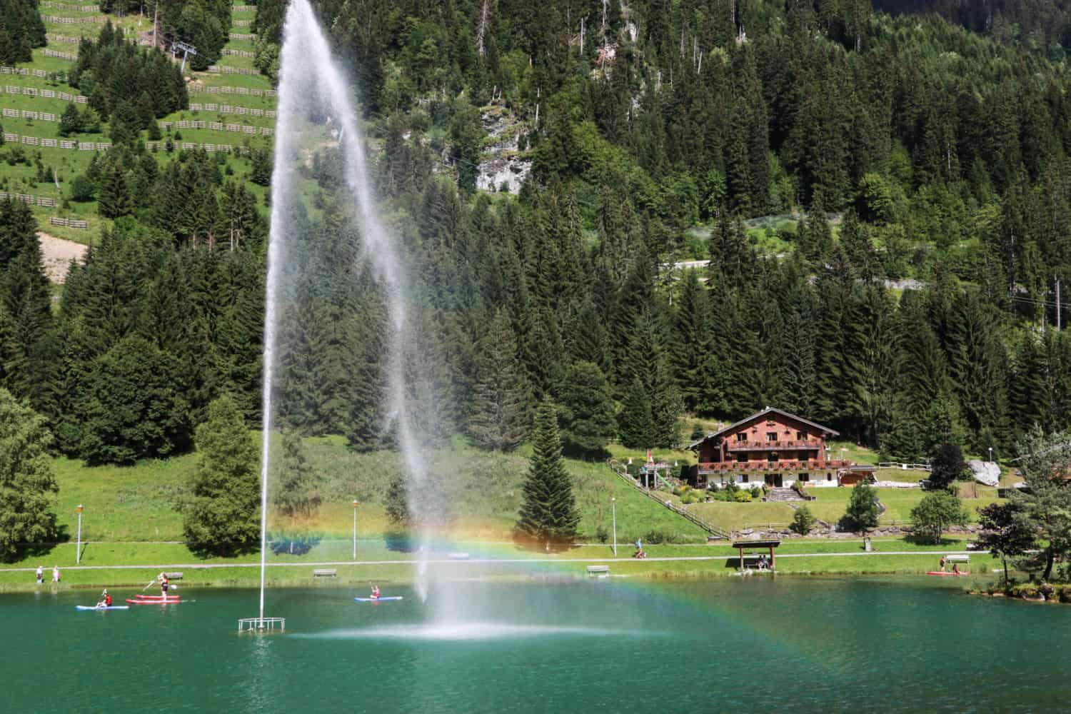 The fountain at Lac Vonnes in the summer