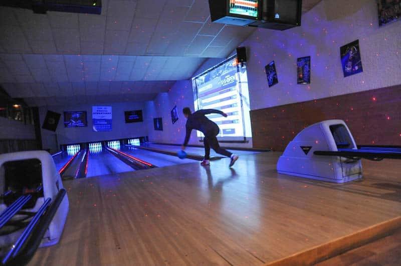 bowling alley le chaudron
