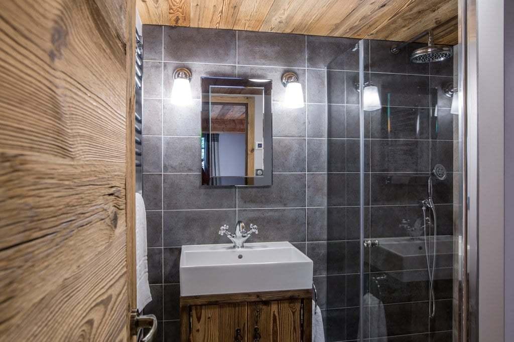 Les Marmottes bathroom